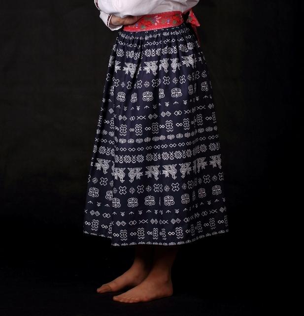 c6e853b47e7f Dámska folklórna sukňa