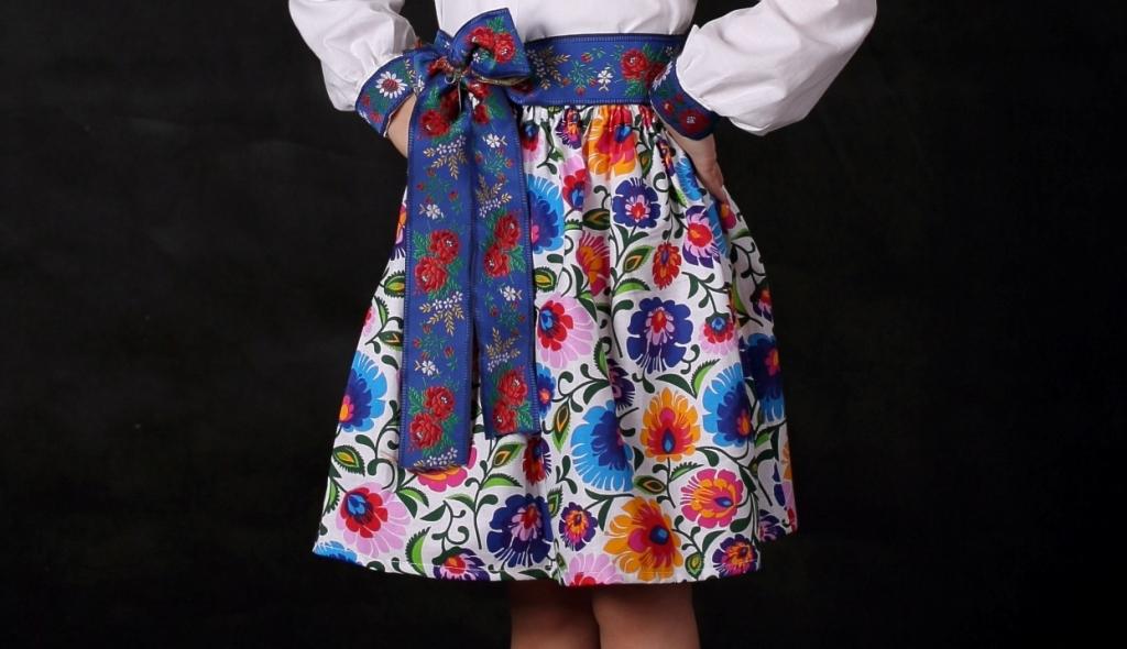 Dámska folklórna sukňa a9271bdb9d1